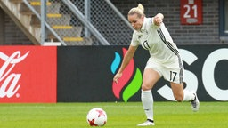 Deutschlands Nationalspielerin Isabel Kerschowski setzt zum Schuss an. © imago/Jan Huebner Fotograf: Huebner/Voigt